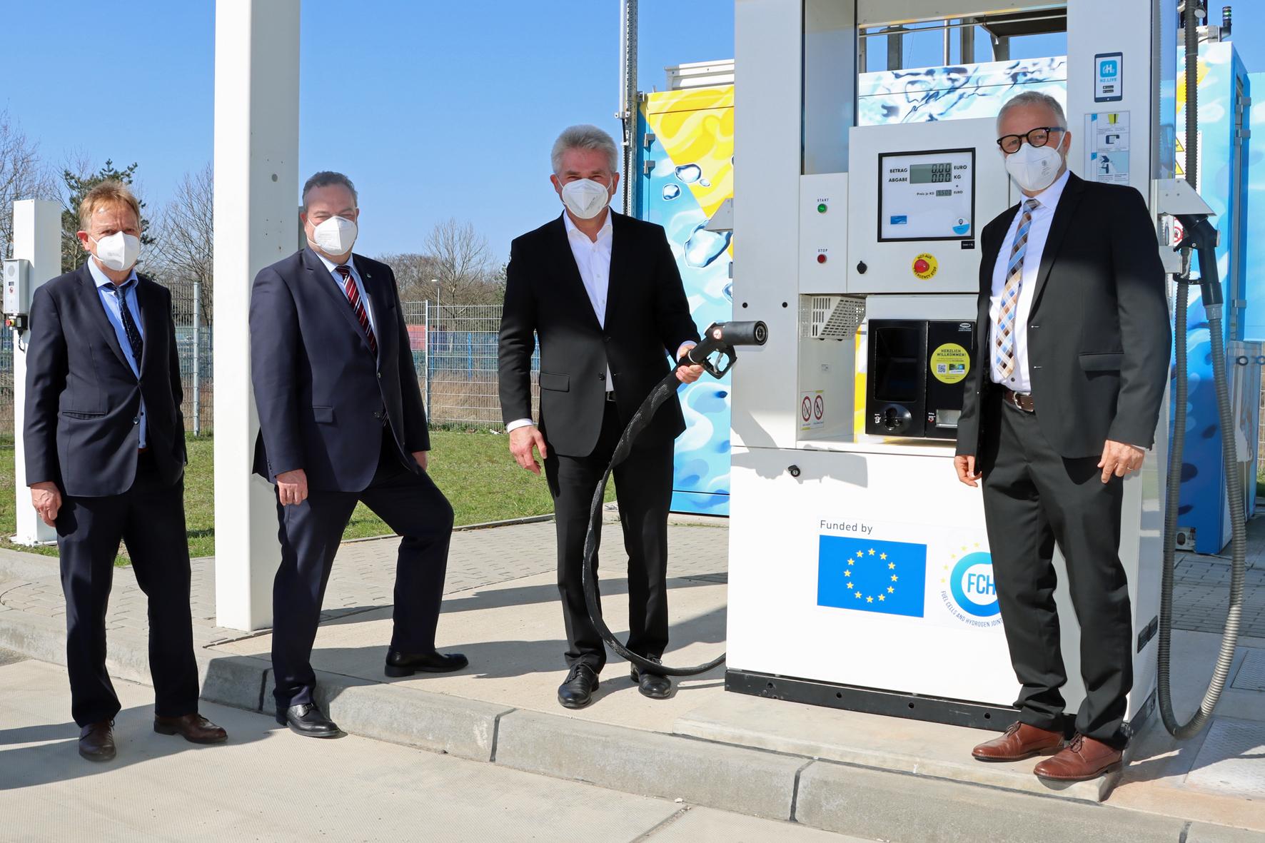 NRW-Wirtschaftsminister besucht Hertener Anwenderzentrum für Wasserstoff